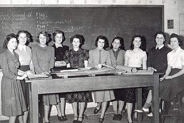 Photo of women engineering students in 1939-1940